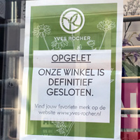 Yves Rocher sign saying store closed in The Hague Netherlands