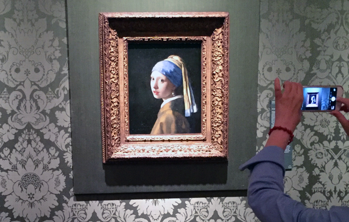 Girl with a Pearl Earring painting The ague Netherlands