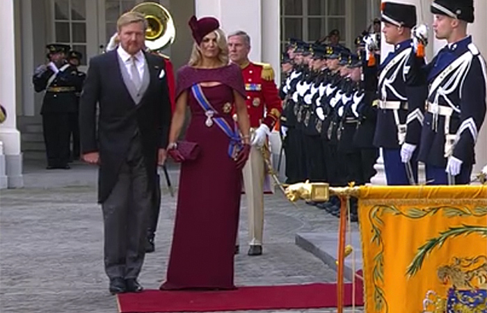 King Willem-Alexander and Queen Maxima in front of Noordeinde Palace